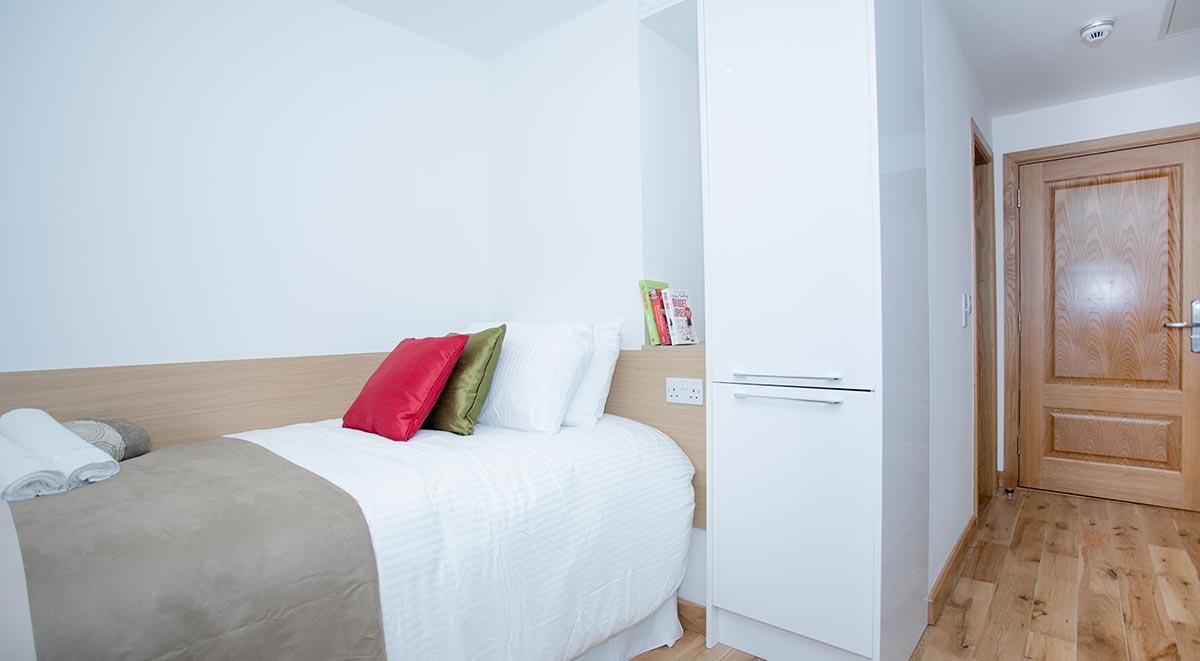 West-Drayton-Maksons-House-London-Bedroom-2-Unilodgers