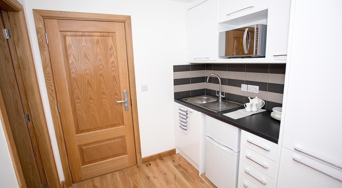 West-Drayton-Maksons-House-London-Kitchen-1-Unilodgers