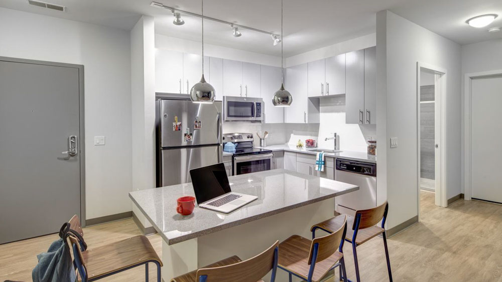 West-Quad-Champaign-IL-Kitchen-With-Dining-Table-Unilodgers