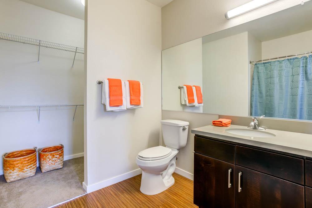 West-Village-Apartments-Davis-CA-Bathroom-Unilodgers