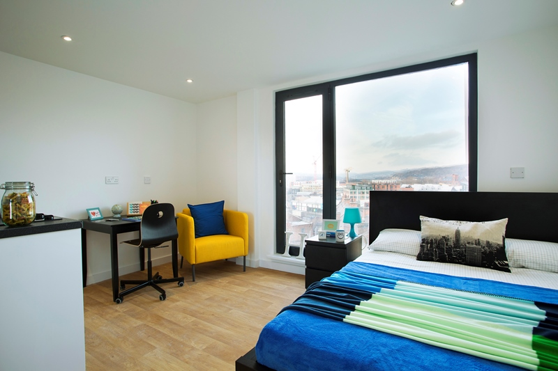 Westbar-House-Sheffield-Bedroom-With-Side-Chair-Unilodgers
