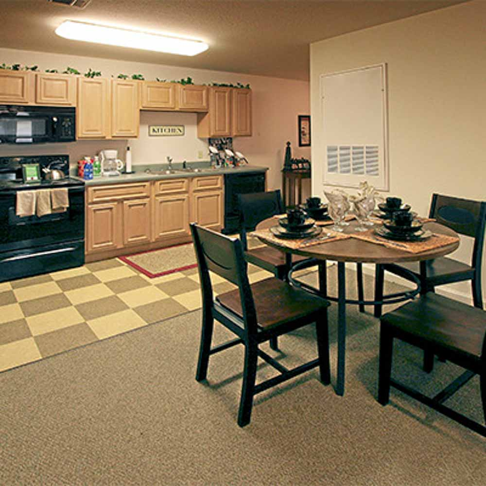 Wolf-Creek-Jonesboro-AR-Kitchen-With-Dining-Table-Unilodgers