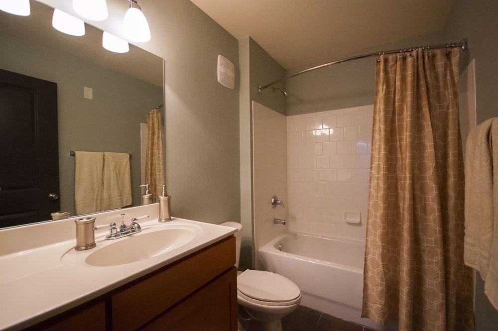 Woodlands-of-Gainesville-FL-Bathroom-Unilodgers