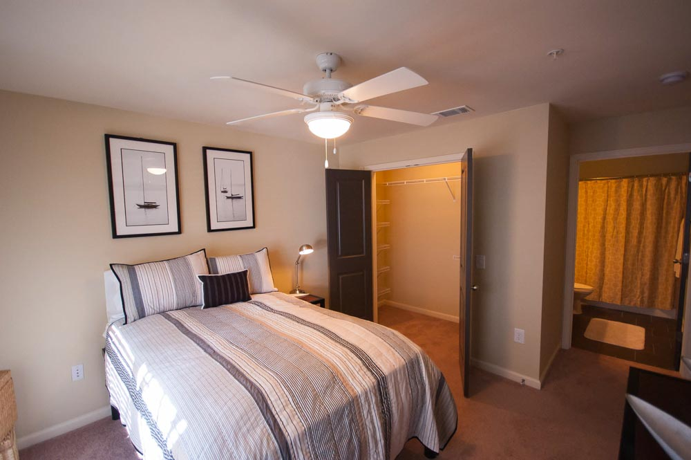 Woodlands-of-Gainesville-FL-Bedroom-Unilodgers