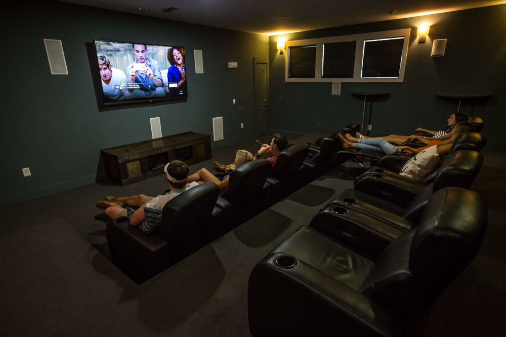Woodlands-of-Gainesville-FL-Cinema-Room-Unilodgers