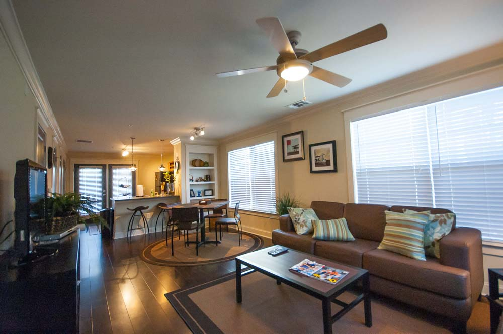 Woodlands-of-Gainesville-FL-Living-Area-With-Dining-Table-Unilodgers