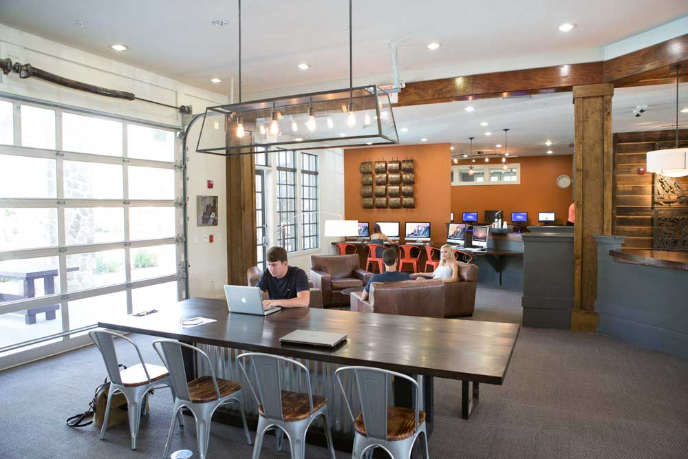 Woodlands-of-Gainesville-FL-Study-Lounge-Unilodgers