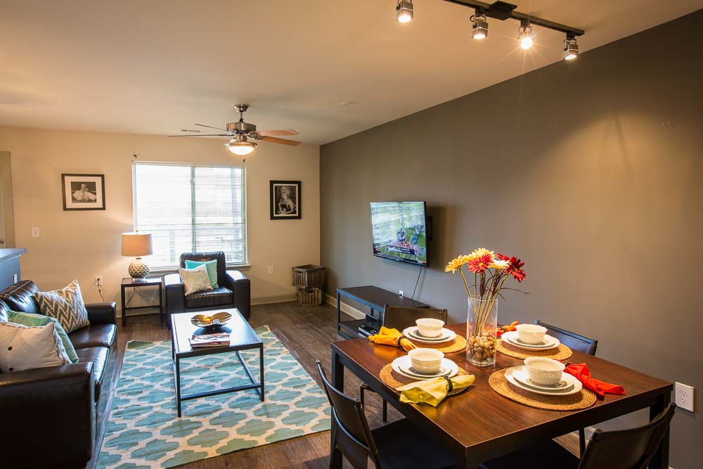 Woodlands-on-West-Tennessee-Tallahassee-FL-Living-Area-With-Dining-Table-Unilodgers