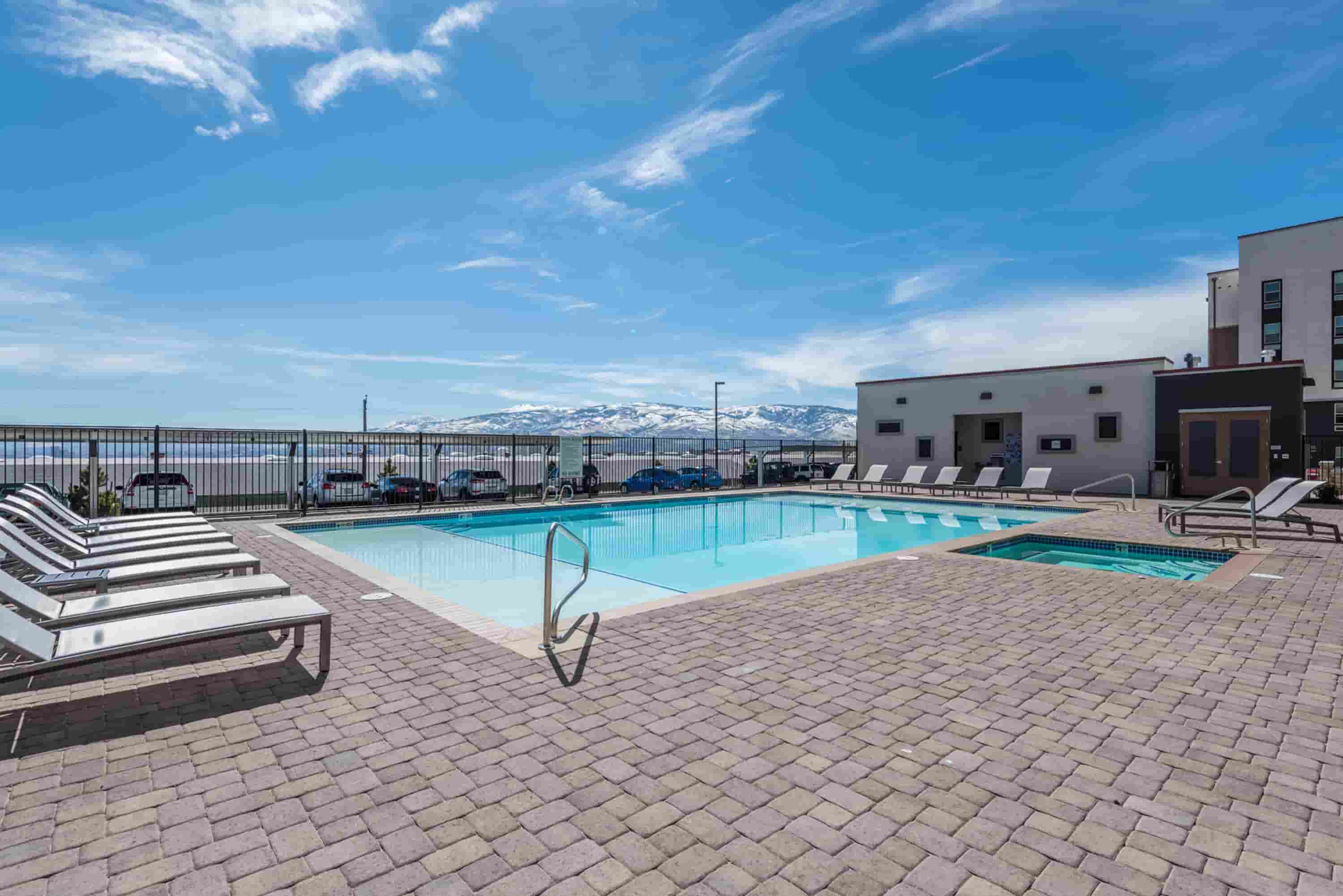 Younion-At-Reno-NV-Swimming-Pool-Unilodgers
