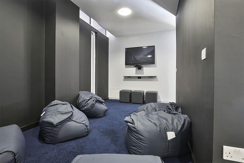 alice-house-oxford-cinema-room-unilodgers