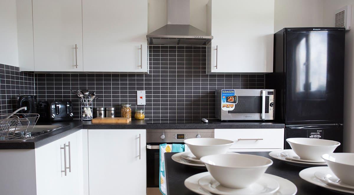 firhill-court-Glasgow-kitchen-Unilodgers