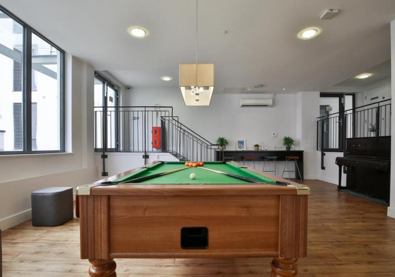 iQ-Abacus-House-Brighton-Common-Room-2-Unilodgers
