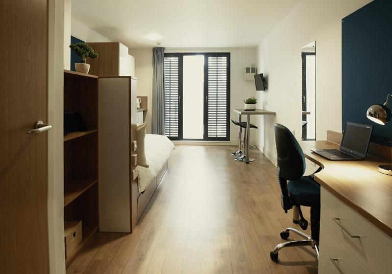 iQ-Abacus-House-Brighton-Gold-Studio-3-Unilodgers