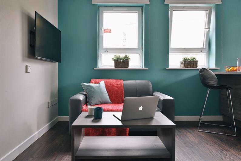 iQ-Arkwright-House-Bradford-Gold-En-suite-Plus-Living-Area-Unilodgers