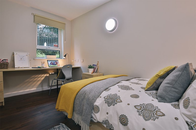 iQ-Arkwright-House-Bradford-Silver-En-suite2-Unilodgers