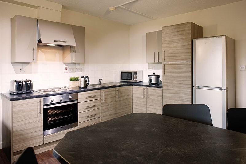 iQ-Aspley-House-Huddersfield-Bronze-En-Suite-Kitchen-Unilodgers