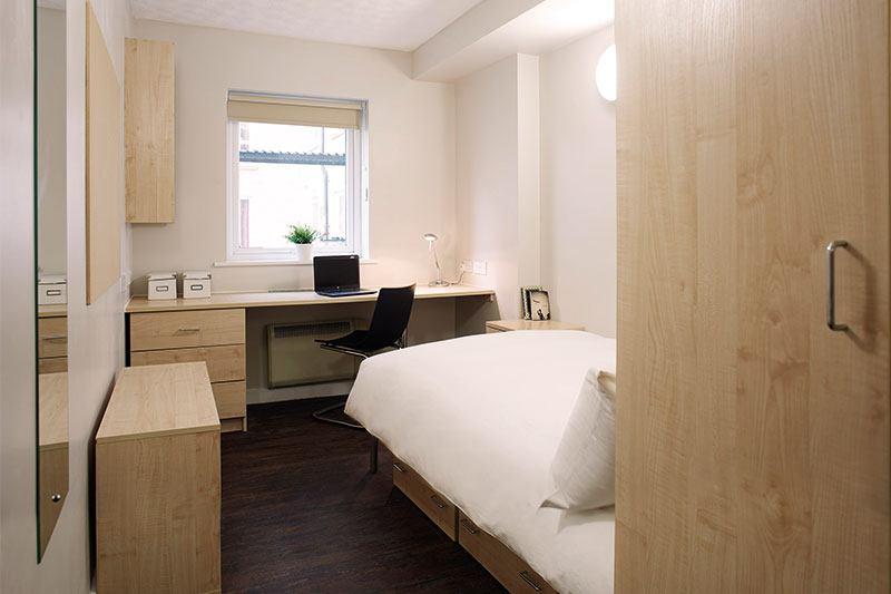 iQ-Aspley-House-Huddersfield-Bronze-En-Suite-Unilodgers