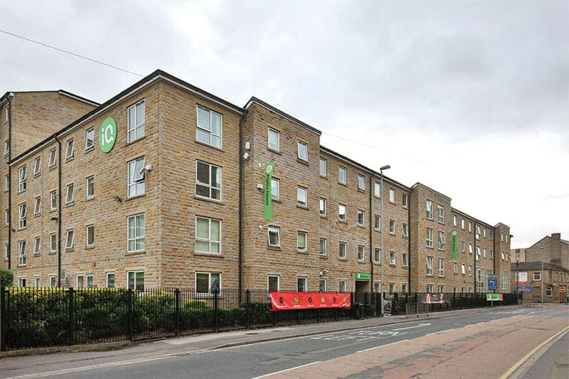 iQ-Aspley-House-Huddersfield-Exterior-View-Unilodgers