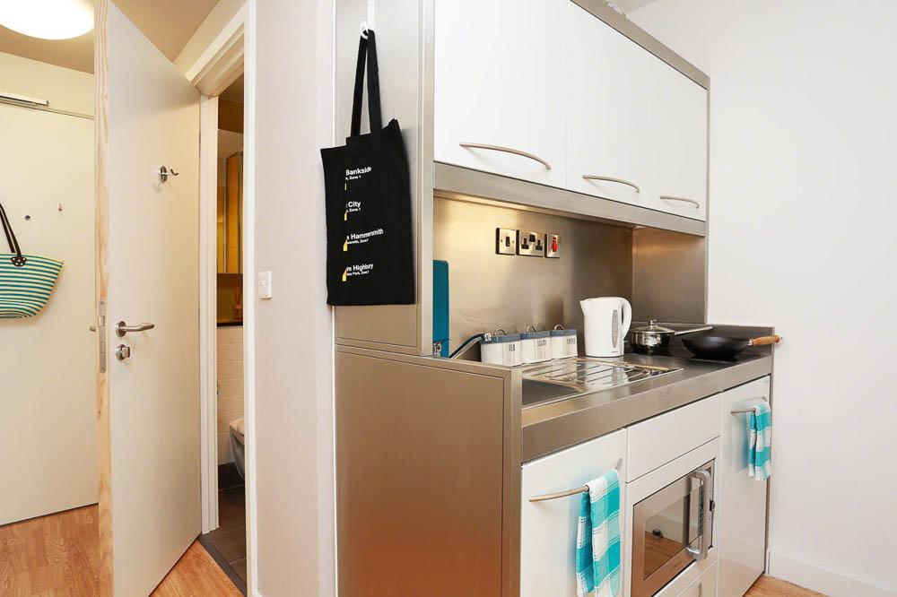 iQ-Bankside-London-Kitchen-1-Unilodgers