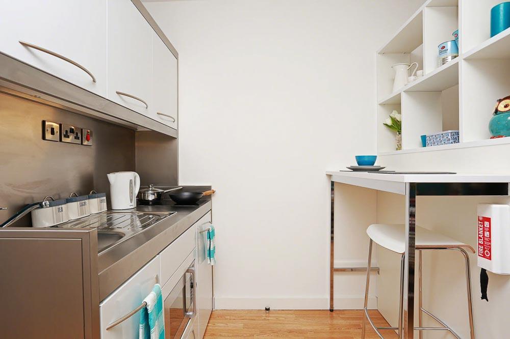 iQ-Bankside-London-Kitchen-Unilodgers