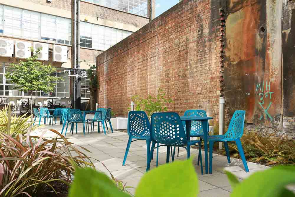 iQ-Bankside-London-Outdoor-Social-Space-1-Unilodgers