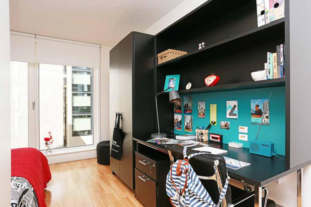 iQ-Bankside-London-Study-Desk -Unilodgers