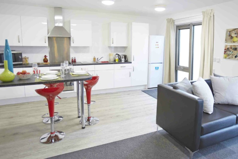 iQ-Century-Square-Sheffield-Shared-Kitchen-Dining-Area-Unilodgers