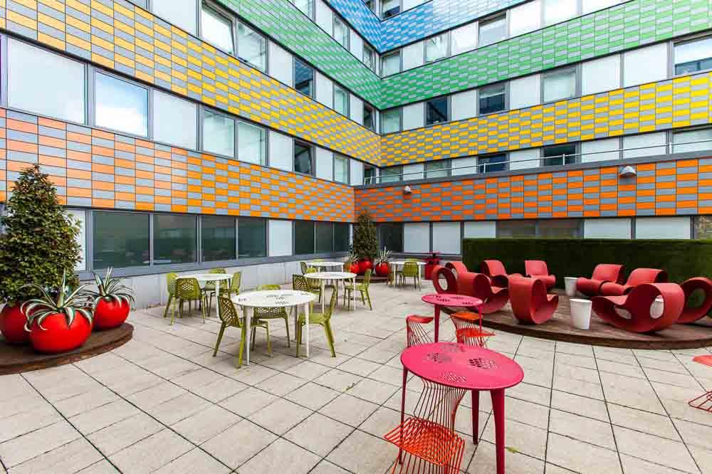 iQ-Highbury-London-Outdoor-Social-Space-Unilodgers