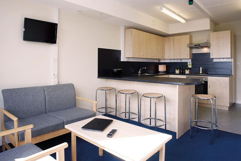 iQ-Parker-House-Dundee-Shared-Kitchen-Dining-Area-Unilodgers
