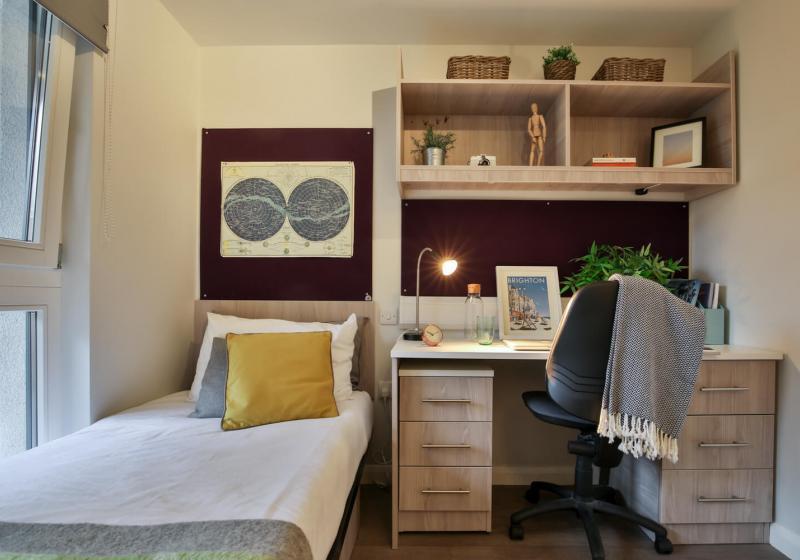 iQ-Sawmills-Brighton-Study-Desk-Unilodgers
