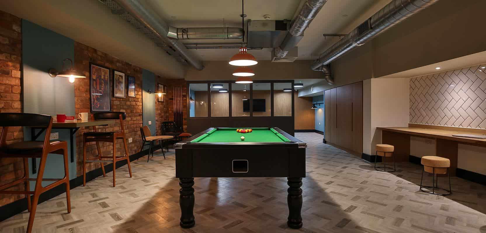 iQ-Studios-51-Birmingham-Bronze-Studio-3-Unilodgers